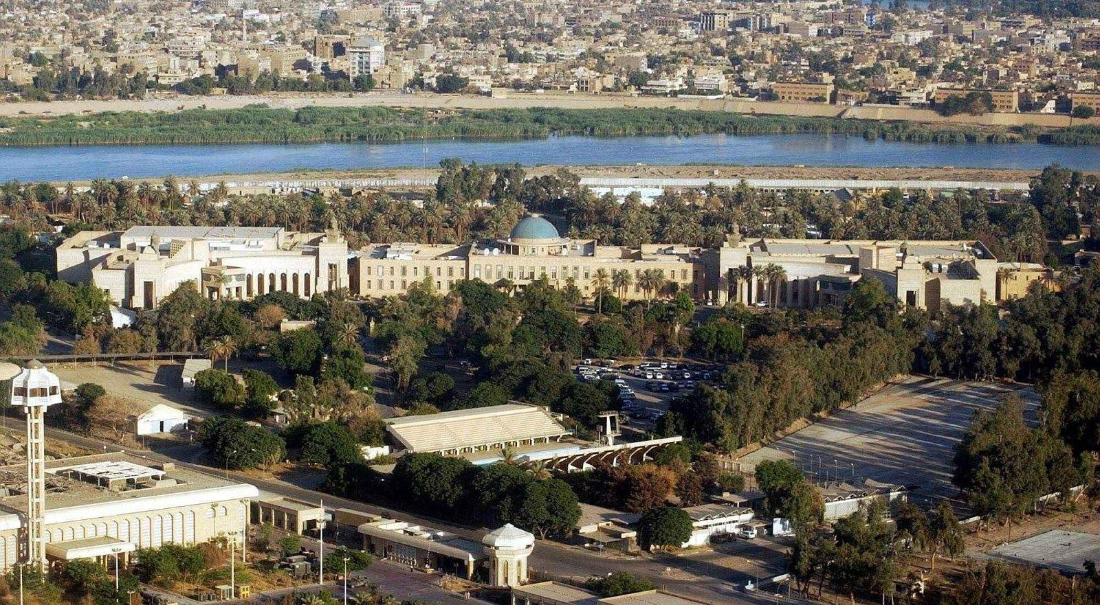العبادي يسمح بتسهيل دخول العراقيين للمنطقة الخضراء