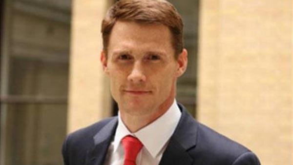 القاهرة تستدعي السفير البريطاني احتجاجاً على تصريحاته بشأن الأحكام ضد صحفيي قناة الجزيرة