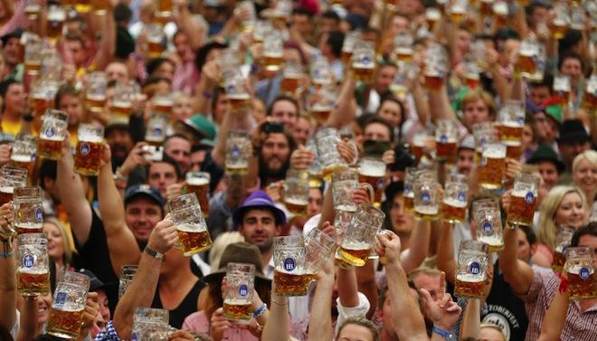 برلين تحتضن أكبر مهرجان للبيرة في العالم