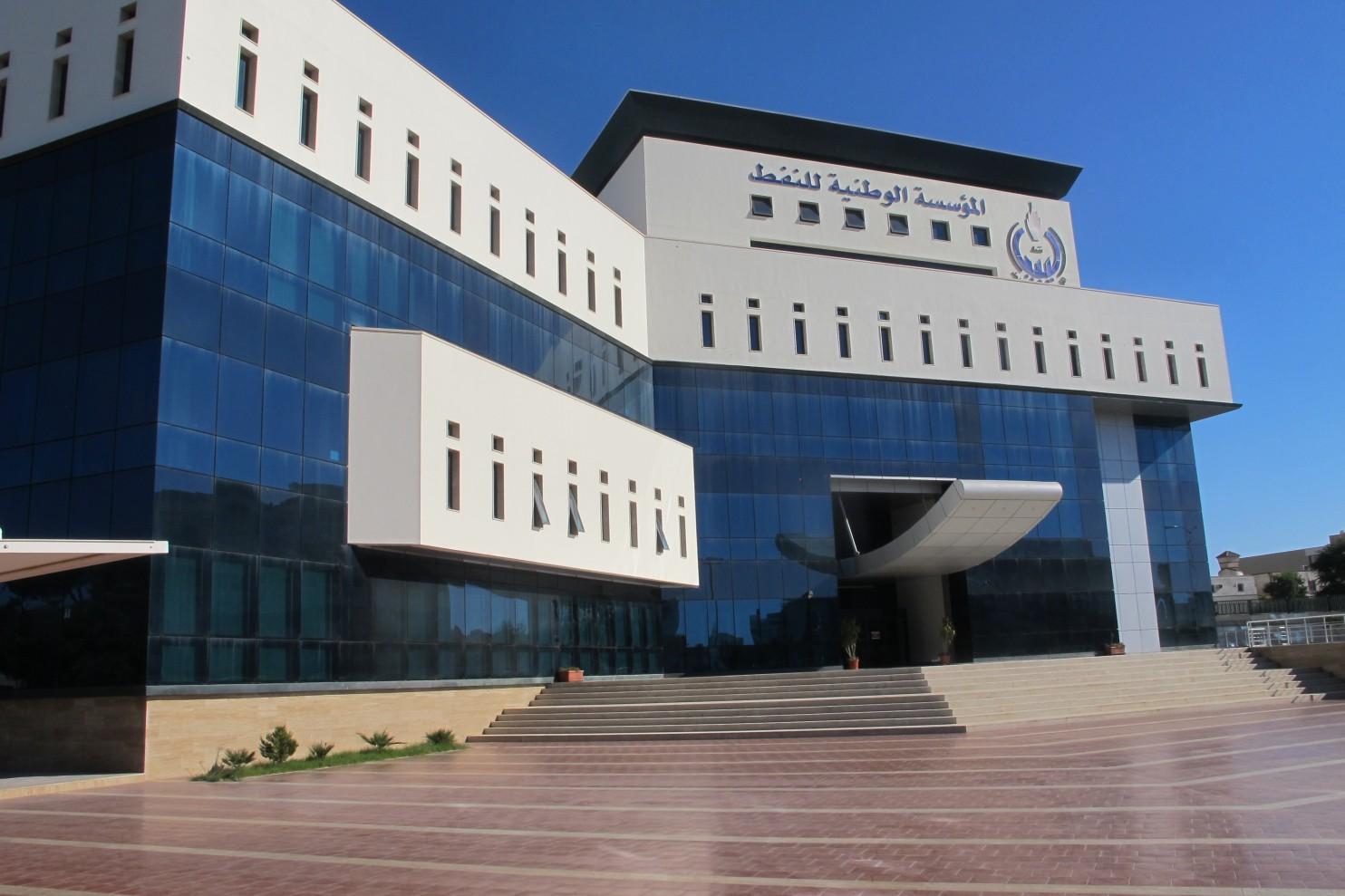 مؤسسة النفط الليبية تنفي لجؤها إلى مقايضة نفطها الخام بالمحروقات