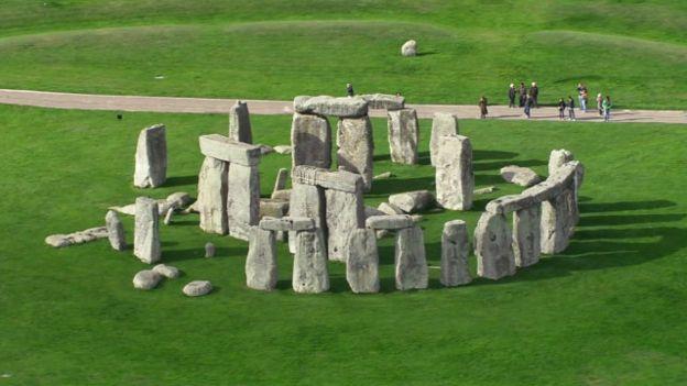 أكتشاف أثاري حجري جديد في بريطانيا