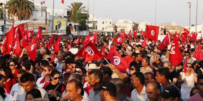 التونسيون يرفضون قانون للعفو عن رجال أعمال متهمين بالفساد