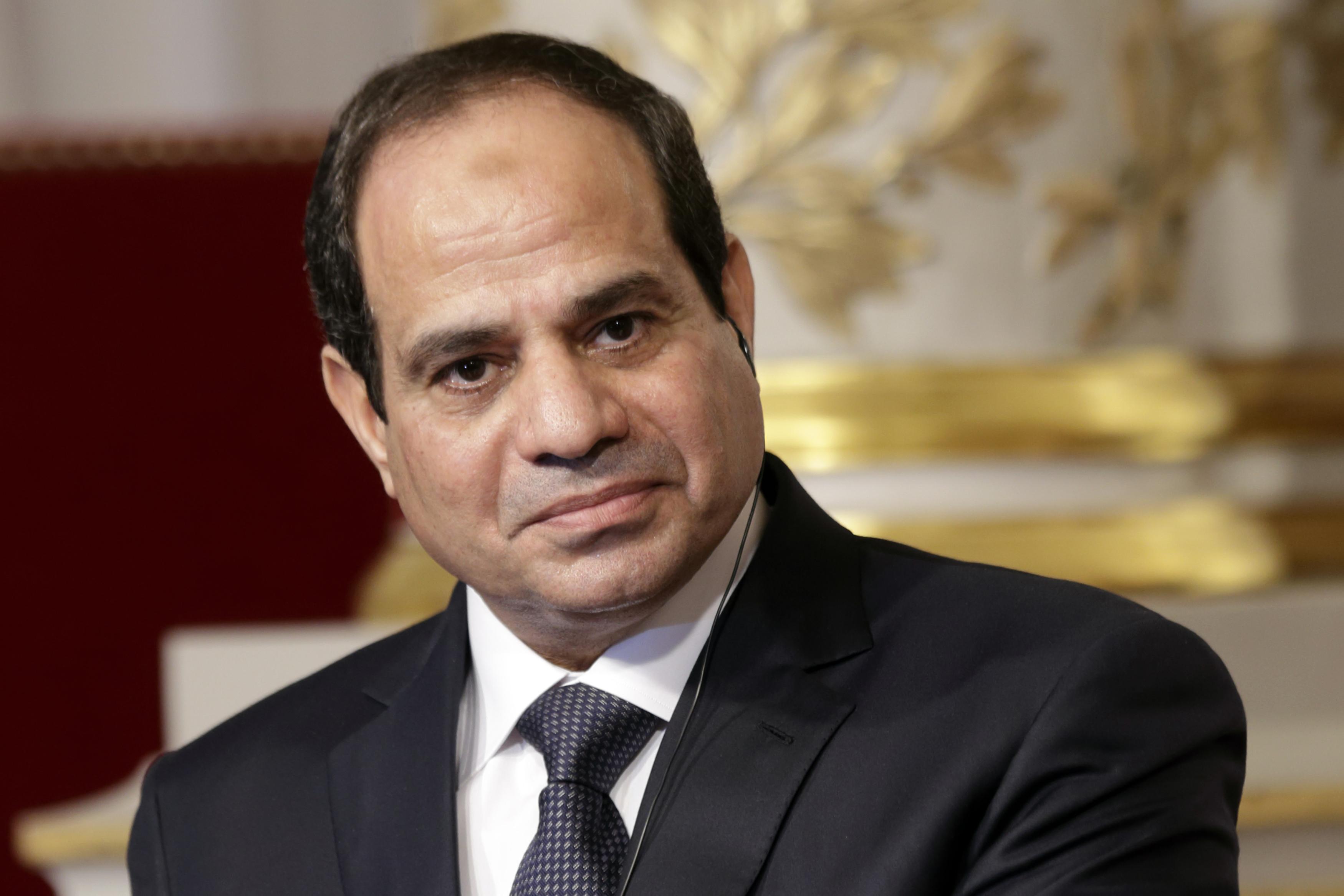 السيسي يقبل إستقالة حكومة محلب و يُكلف إسماعيل بتشكيل حكومة جديدة