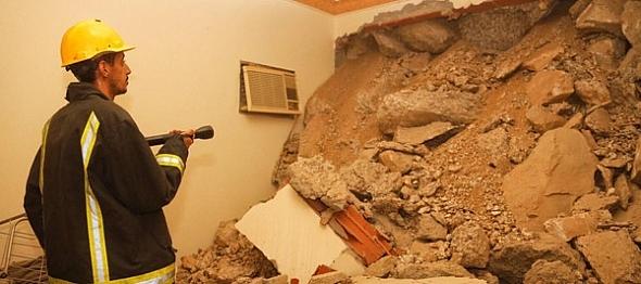 انهيار جبلي بحي طحاء قريش في مكة المكرمة