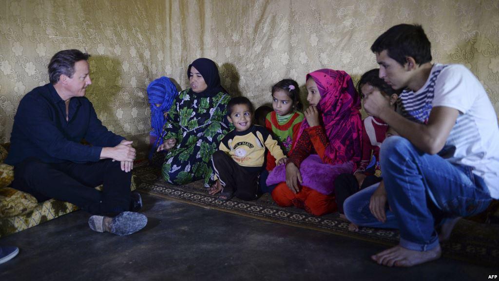 كاميرون يتفقد مراكز اللاجئين السوريين في لبنان