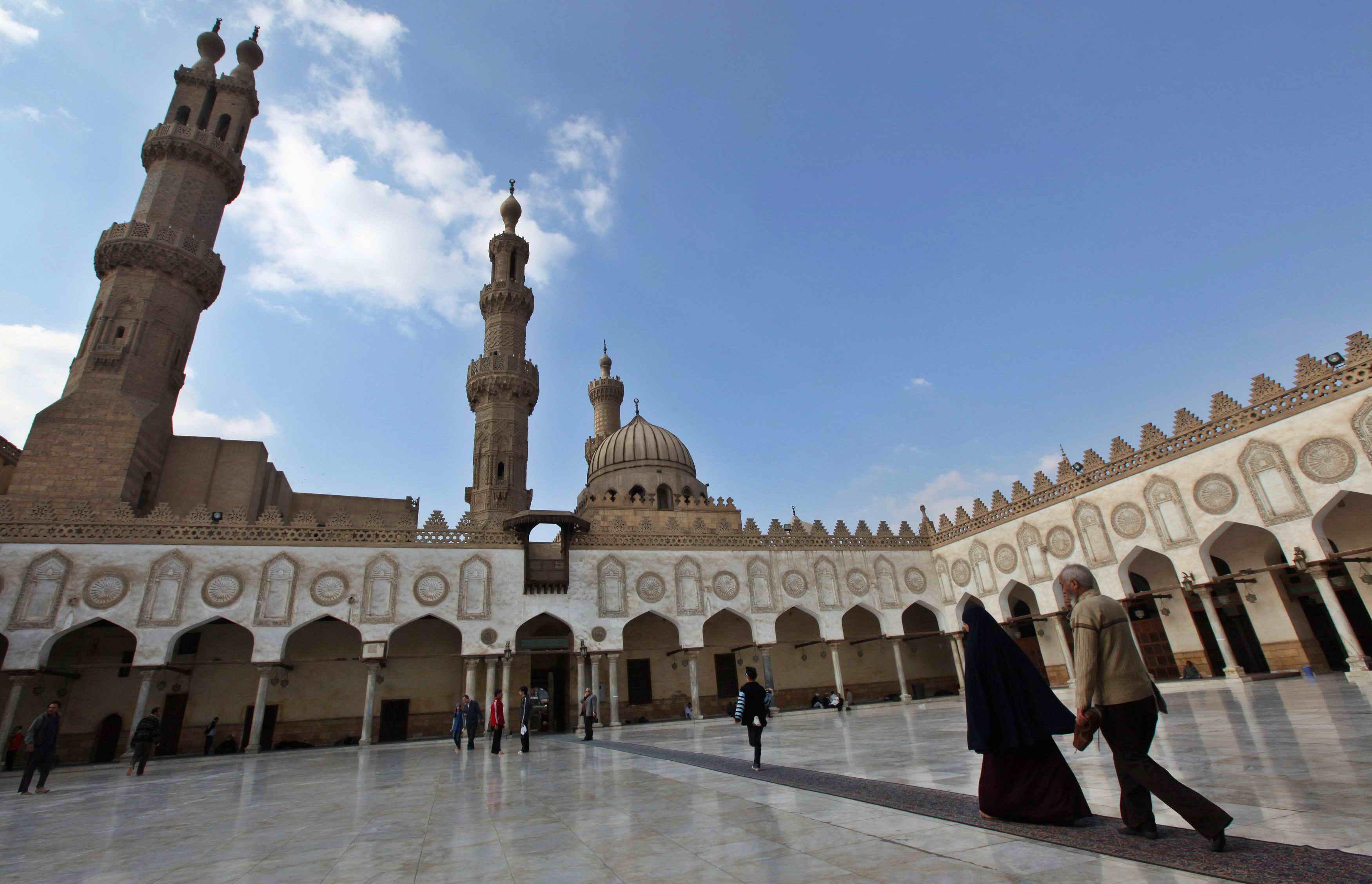 مصر تبدأ أعمال صيانة وترميم للجامع الأزهر