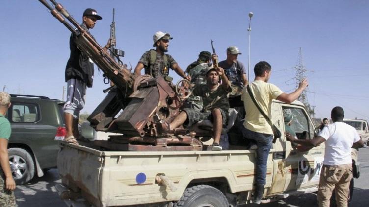 التنظيمات المتطرفة تبدأ عملية نقل مقاتليها من سوريا إلى ليبيا