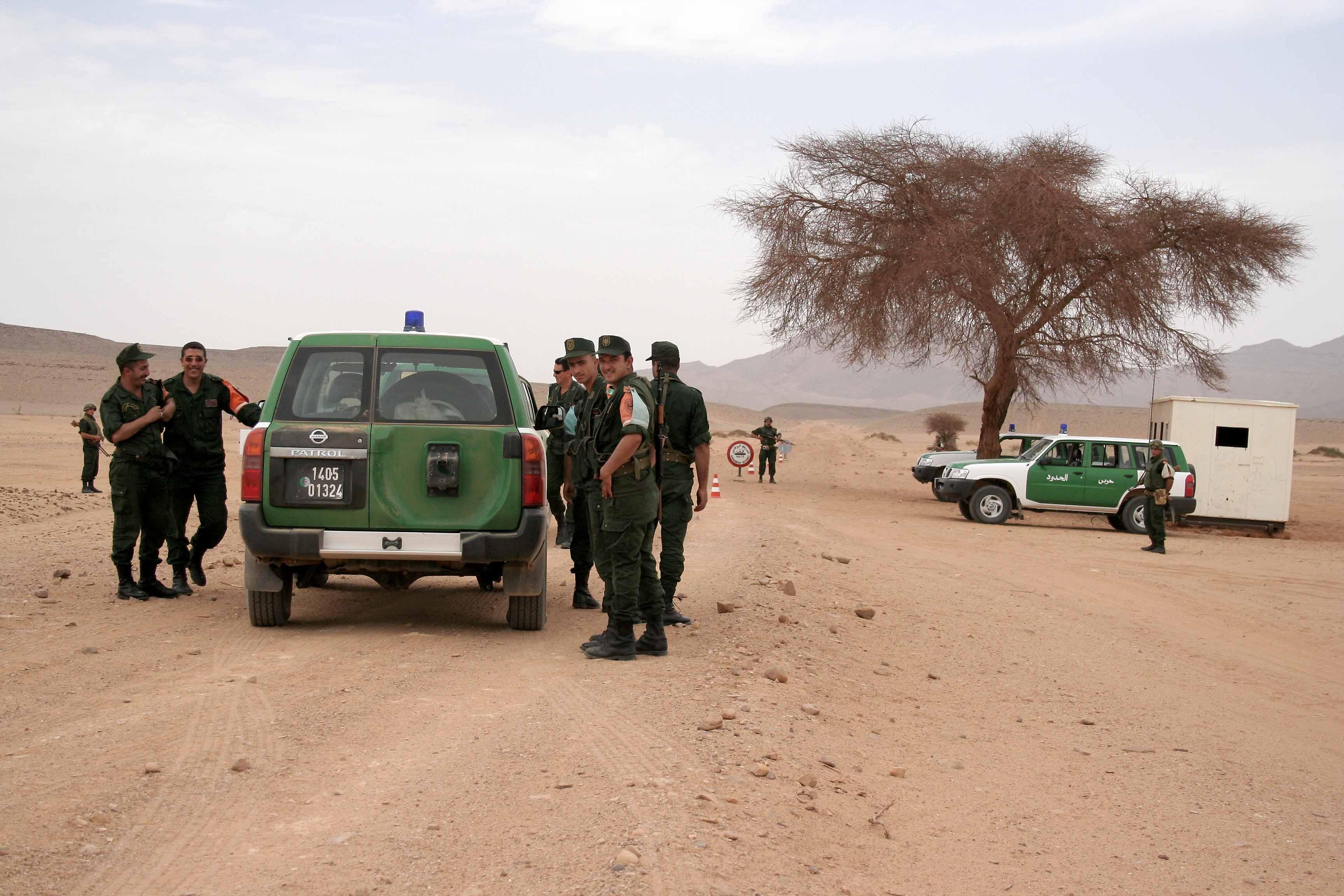 تونس تضبط اسلحة ووثائق لتنظيم الدولة الإسلامية على حدودها مع ليبيا