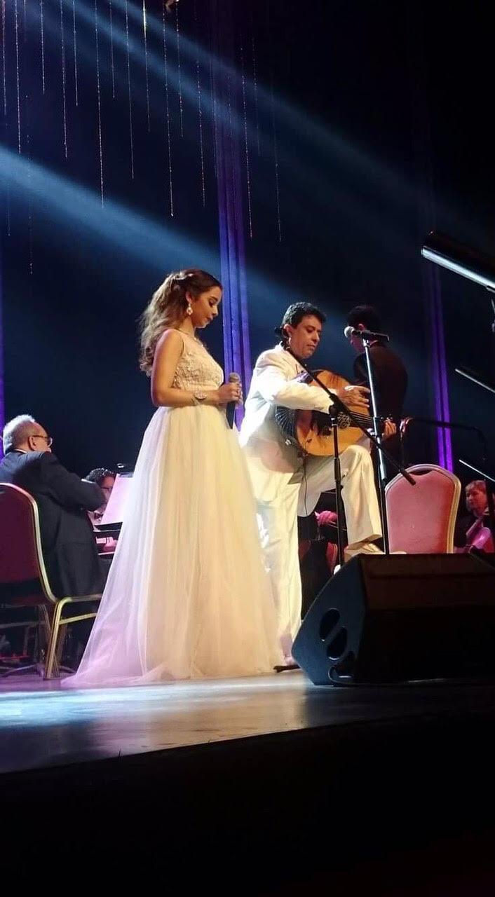 الموسيقار أحمد فتحي وأبنته النجمة بلقيس يُغنيان للسلام في مهرجان القاهرة للأغنية 2