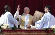 البابا يطالب في عظته التقليدية السنوية بانهاء الحرب واستعادة السلام والوئام