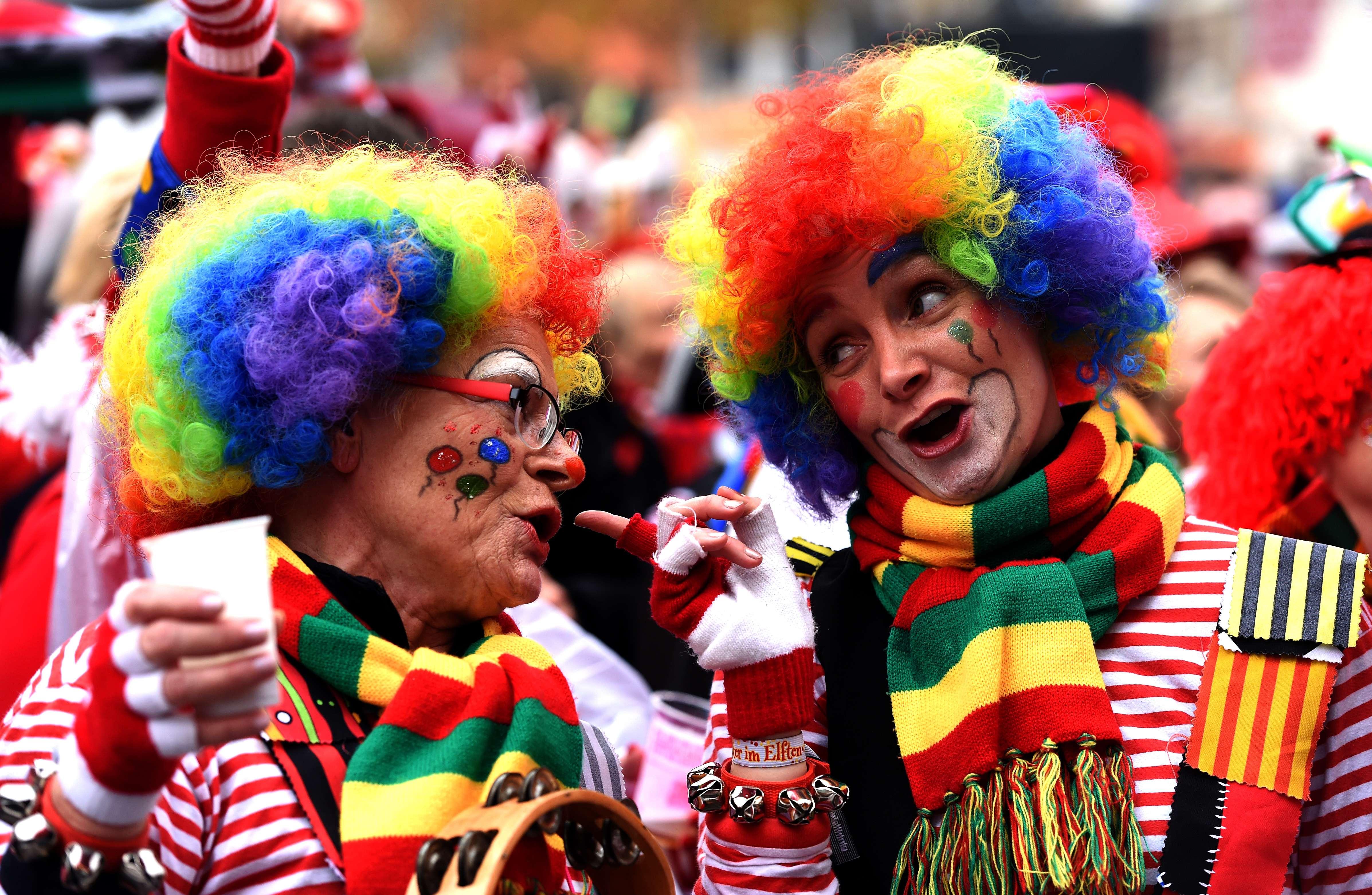 مدن غرب ألمانيا تشهد احتفالات الموسم الكرنفالي وسط اجراءات امنية مشددة