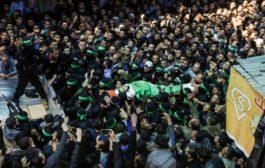 آلاف الفلسطينيون يشيعون جنازة القيادي في القسام الذي اغتيل الجمعة في غزة