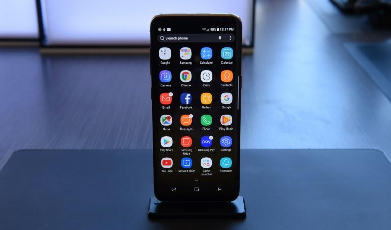 سامسونغ تكشف عن هاتفها الذكي الجديد S8 المزود بمساعد افتراضي