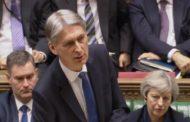 وزير المال البريطاني فيليب هاموند يعرض ميزانية مدعومة بنمو متين قبل بدء بريكست