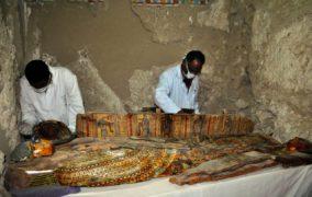 مصر تكشف عن محتويات مقبرة فرعونية تعود لعصر الدولة الحديثة في مدينة الأقصر