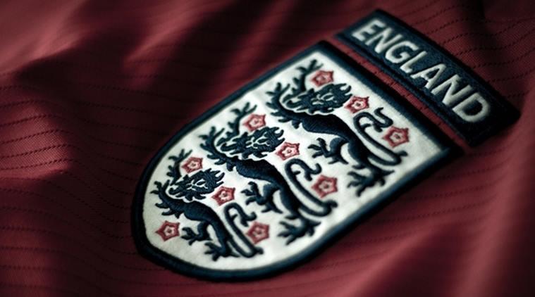 الاتحاد الانجليزي يوقف بعض المشجعين بسبب تصرفات في مباراة ودية
