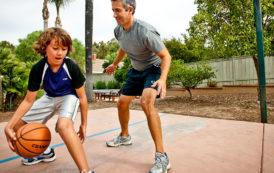 دراسة تنصح الآباء باللعب مع أطفالهم لحمايتهم من السمنة