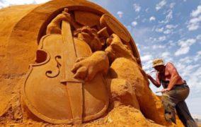 مهرجان للنحت على الرمال يجسد شخصيات شهيرة على شاطئ بلجيكي