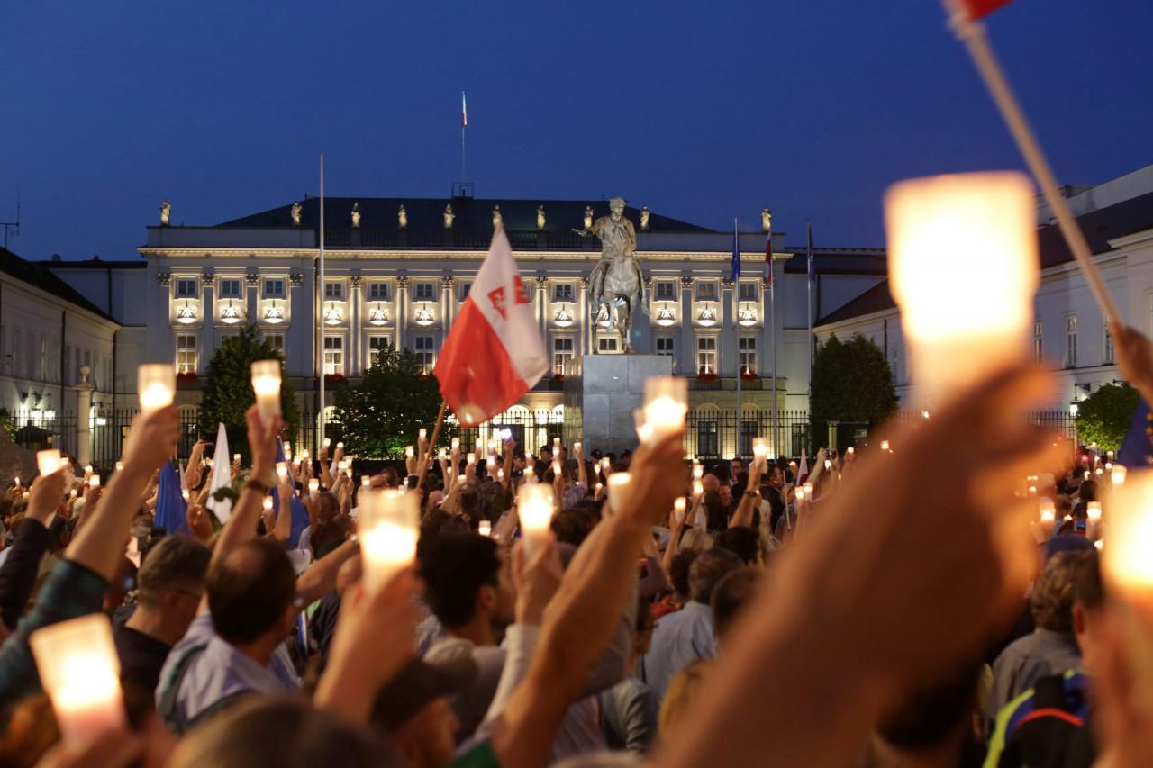 مجلس الشيوخ البولندي يقر تعديلا يعزز سلطة السياسيين على القضاء1