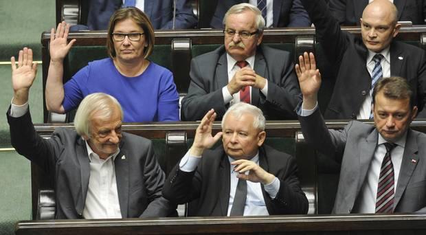 مجلس الشيوخ البولندي يقر تعديلا يعزز سلطة السياسيين على القضاء11