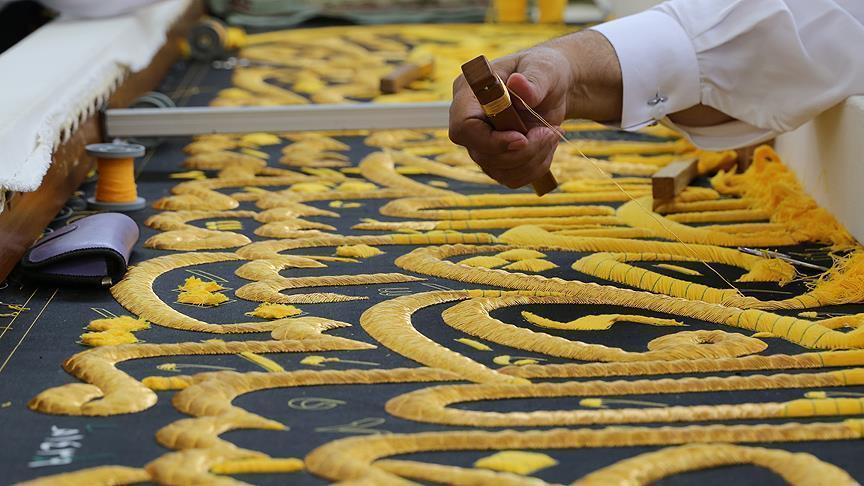 السعودية تحافظ على صناعة كسوة الكعبة بجيل جديد من الصناع1111