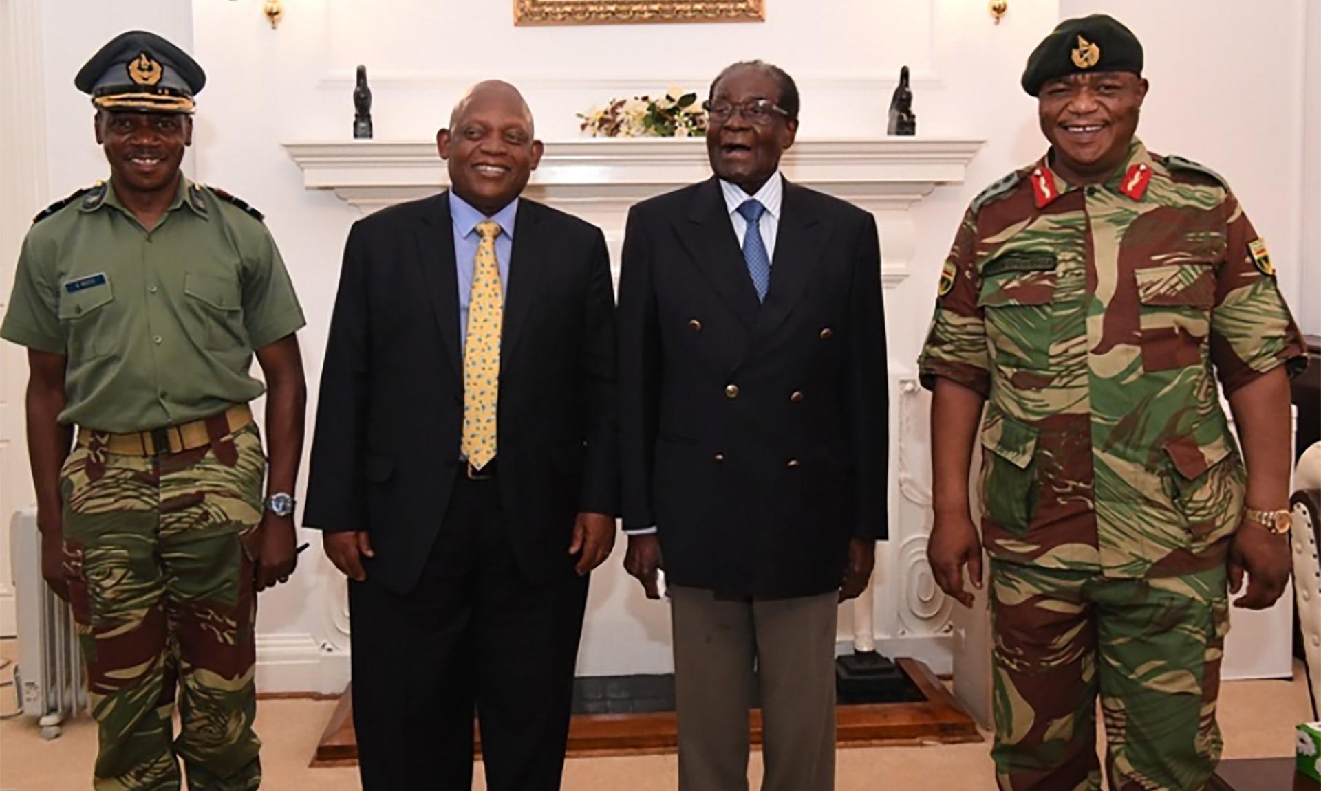 رئيس زيمبابوي يظهر علنا لأول مرة منذ الانقلاب1