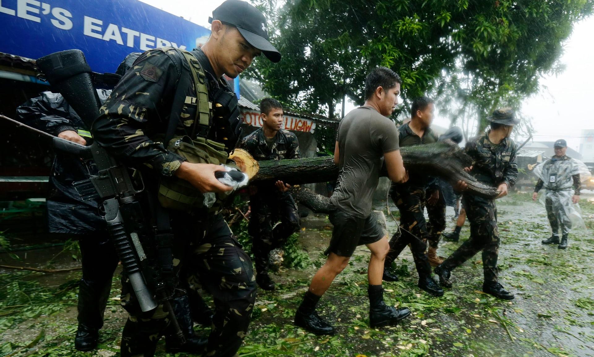 200 قتيل جراء عاصفة الفيليبين وضحايا في حريق في مركز تجاري1