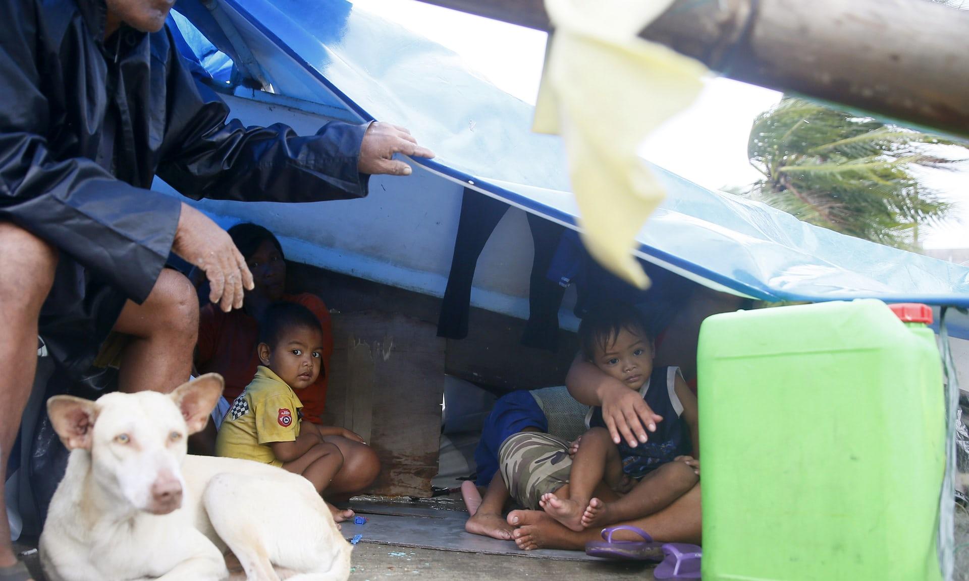 200 قتيل جراء عاصفة الفيليبين وضحايا في حريق في مركز تجاري2
