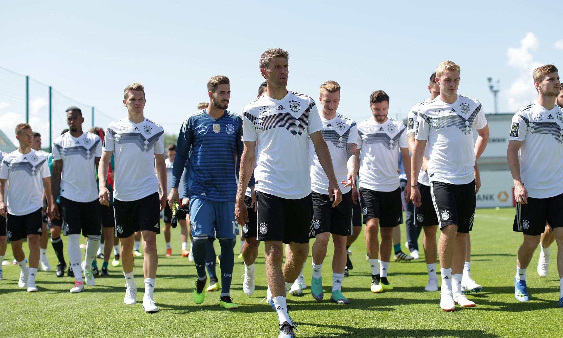 ألمانيا تتعهد برد الاعتبار بعد الهزيمة أمام المكسيك في كأس العالم1